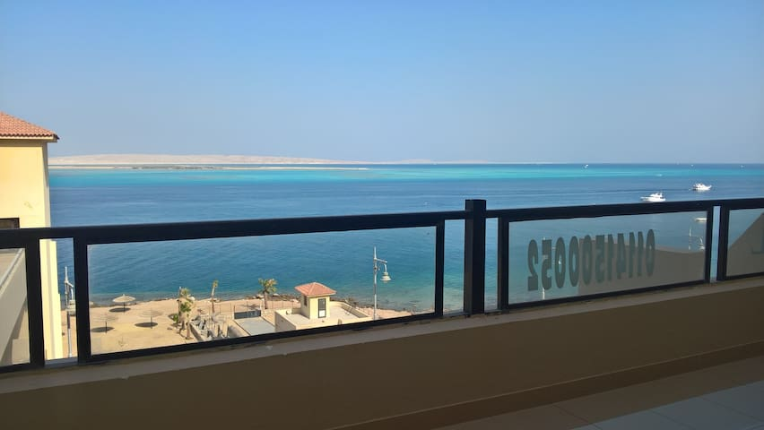 Apartment with breathtaken sea view and beach - Qesm Hurghada - Service appartement
