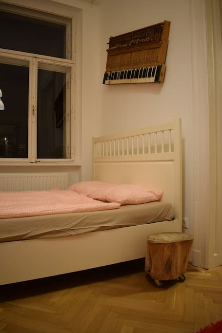bedroom with 160 x 200 bed