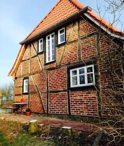 Ole Huus - Idyllisches Fachwerkhaus - Dettmannsdorf