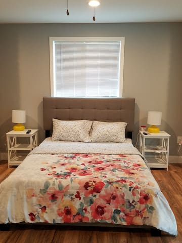 Spacious Entire Floor with Private bathroom