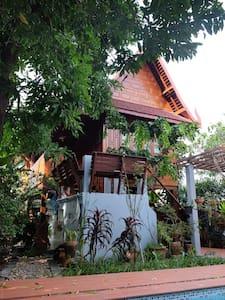 Peaceful Thai house stay