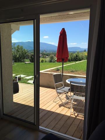 Accès privé, petit déjeuner, terrasse, belle vue.