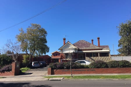 A basic housekeeping in Box Hill - Box Hill - House
