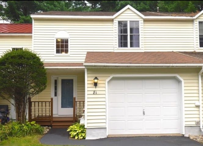 Beautiful Townhouse Near Track - Ballston Spa - Daire