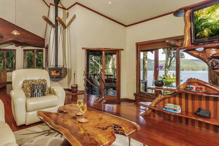 Penthouse treehouse with Lake views - North Maleny