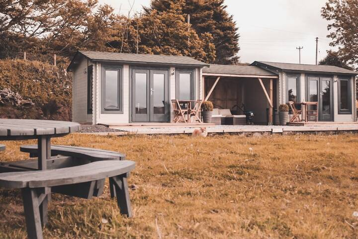 Luxury chalet near St. Agnes (right) pets allowed
