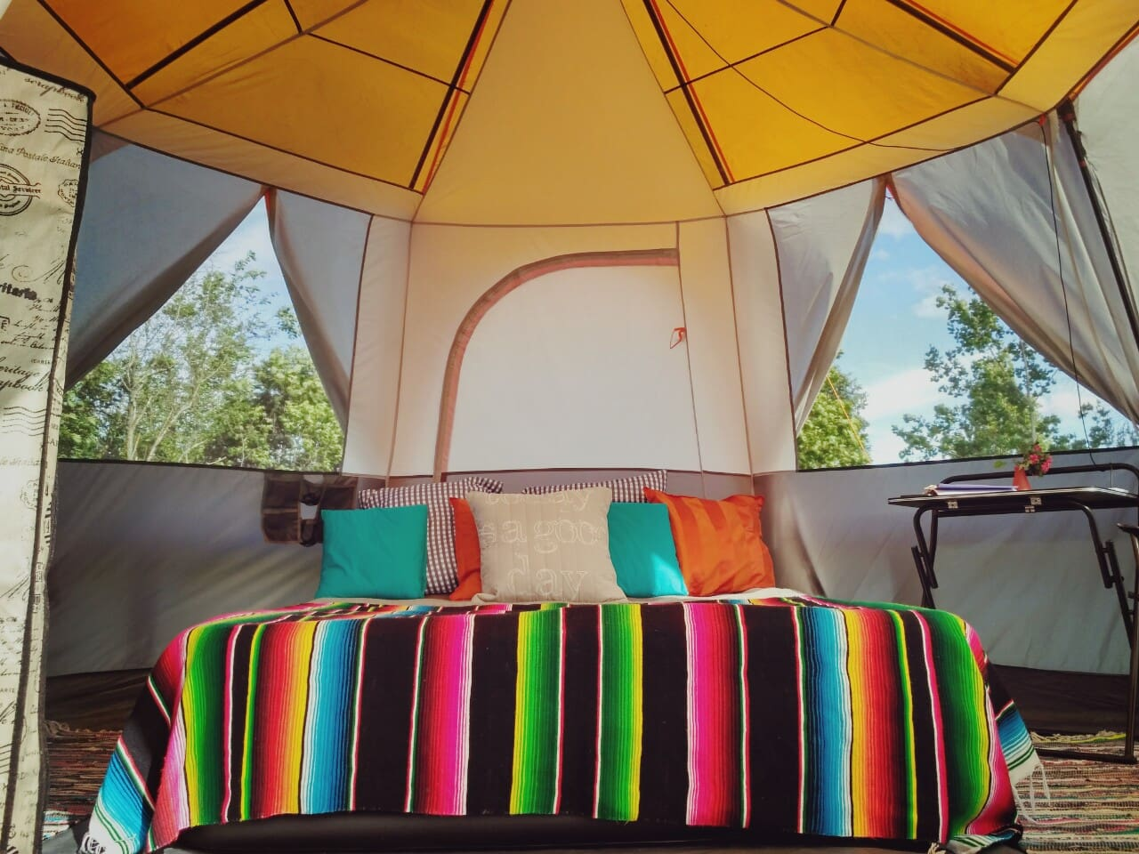 Sown-in groundsheet ensures a completely bug-free glamping experience.