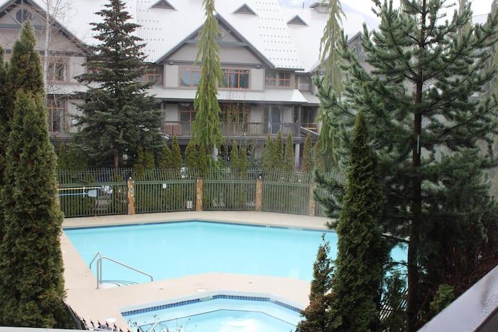 Great Location!  2bedroom ,  pool & hot tub