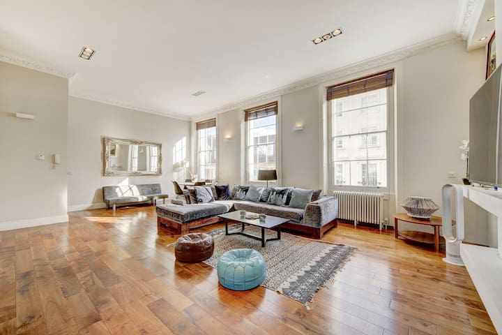 Luxury flat with terrace Hyde Park Stables (1a)