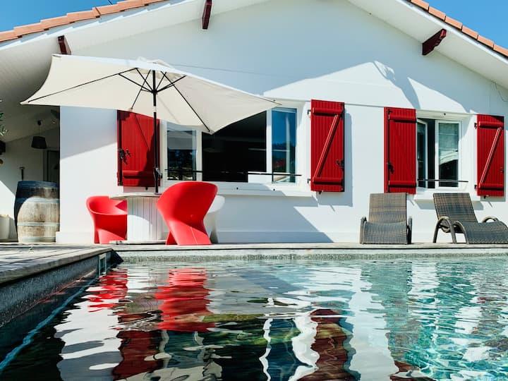 Maison avec piscine, l'océan à pied.