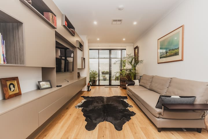 New Townhouse - 2 bed, 2 bathroom, parking and gym