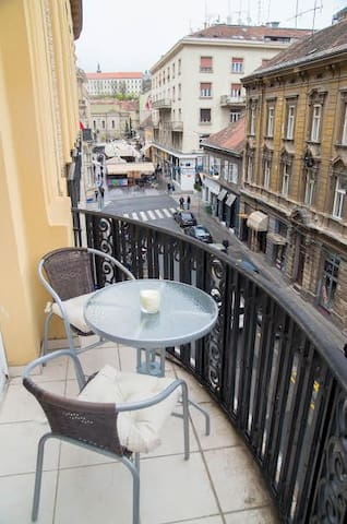 Main Square 2min walk,parking,115m2 - Zagreb - Appartement