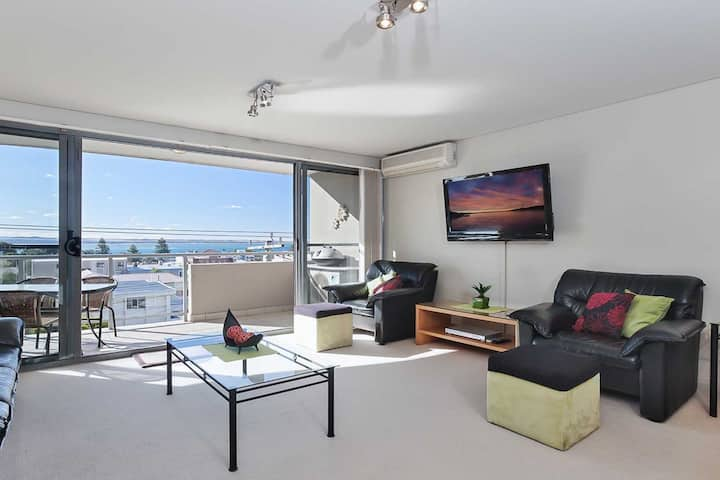Bayview Apartments, 11/42 Stockton Street - right in the CBD of Nelson Bay with water views