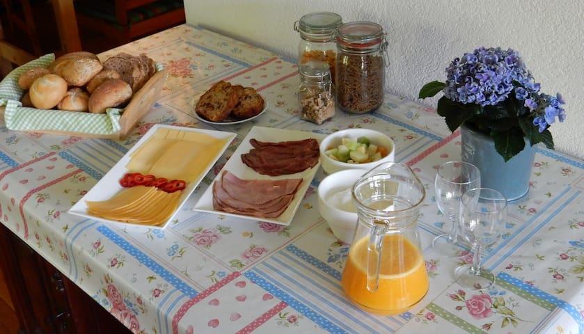 Overnachten aan de bosrand;  kamer 'specht' - Roden - Bed & Breakfast