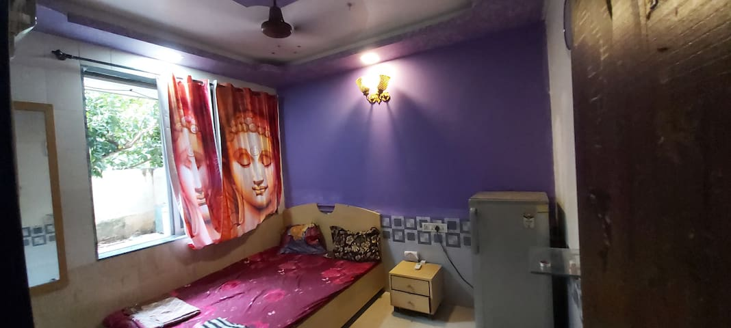 COSY SERENE PRIVATE ROOM IN MUMBAI