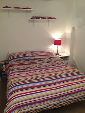 Double room in quiet cul de sac - Alton