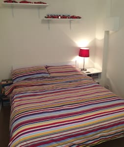 Double room in quiet cul de sac - Huis