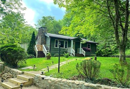 Pet Friendly Home 5 miles from Blowing Rock!