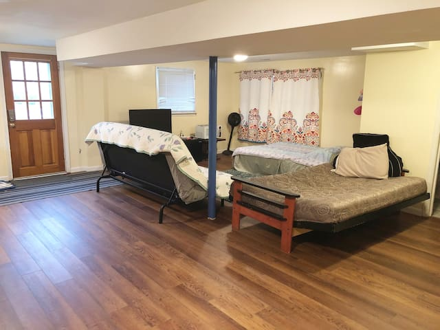 Au pair suite in Maywood