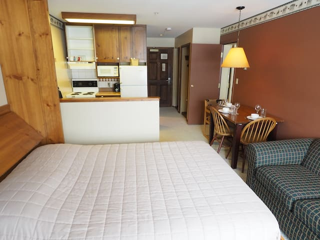 Ski in/ski out suite with village view and access to hot tubs