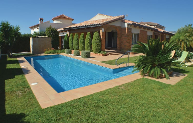Holiday cottage with 3 bedrooms on 182m² in Hospitalet De L´Infant