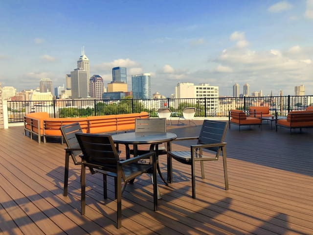 ☀☀☀ Stunning 2 bdrm in Downtown Indy! ☀☀☀