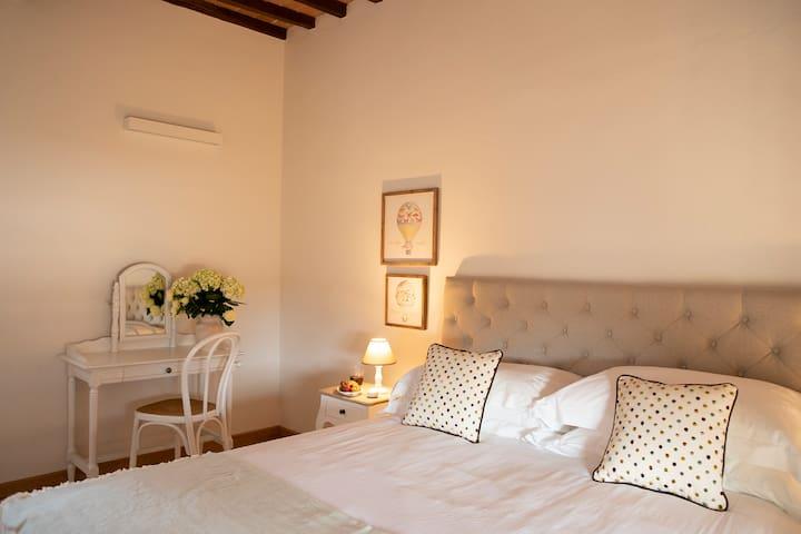 Bedroom Viola