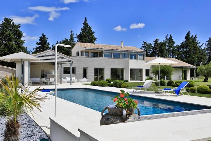 Vaste propriété face aux Alpilles à Saint-Rémy-de- - Saint Remy de Provence - Villa