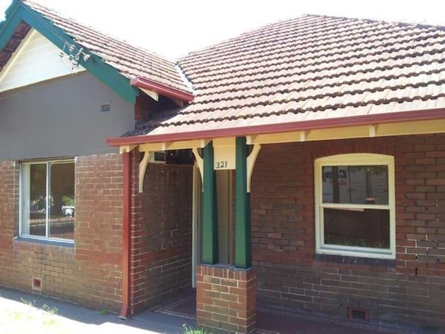 Inner West Escape - Marrickville - Dům