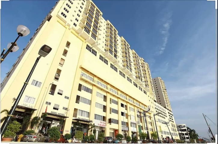 Riverfront Hotel & Apartment