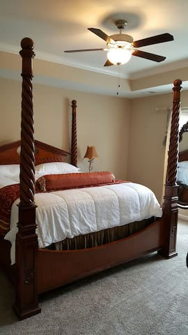 Derby Room-Spacious and comfy room with bath. - Simpsonville - Daire