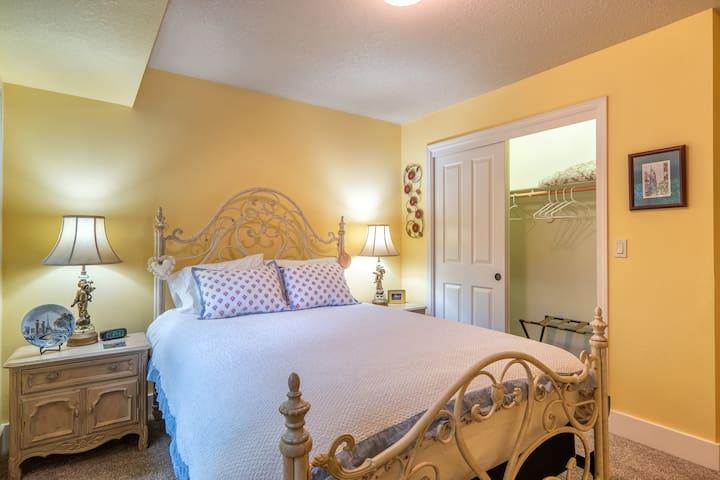 The Parisian Room II - Room 2