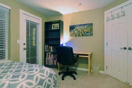 Bellevue Professional Dream Room - Bellevue