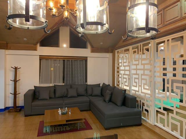 Spacious Loft Apartment close to Camp John Hay