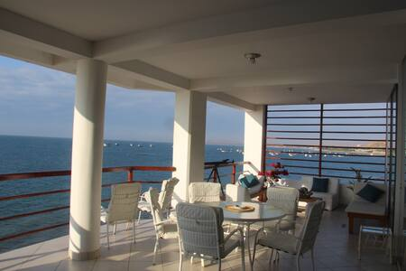 Great Oceanfront Apartment in Las Pocitas, Mancora