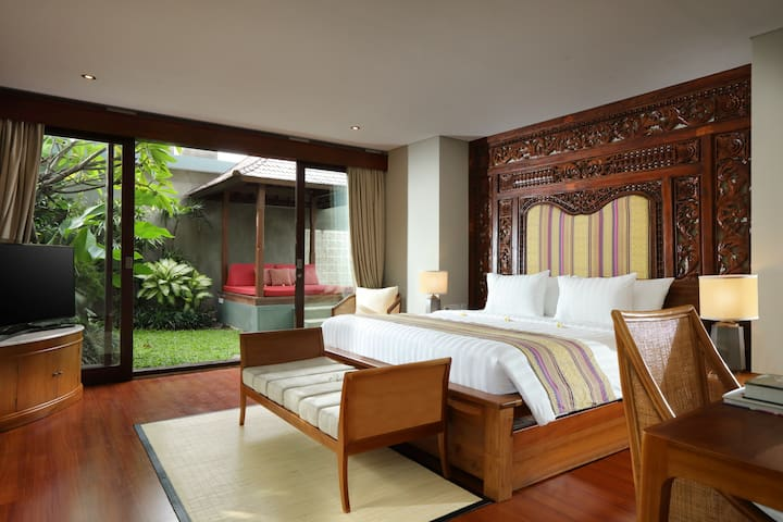 BEDROOM 1 - with private pool