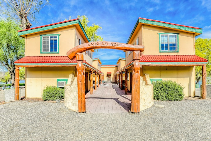 Five southwest-themed villas w/ views of Banks Lake - great for groups!