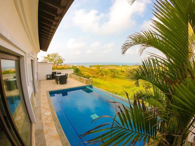 Relax Enjoy Upscale Villa Pristine Bay