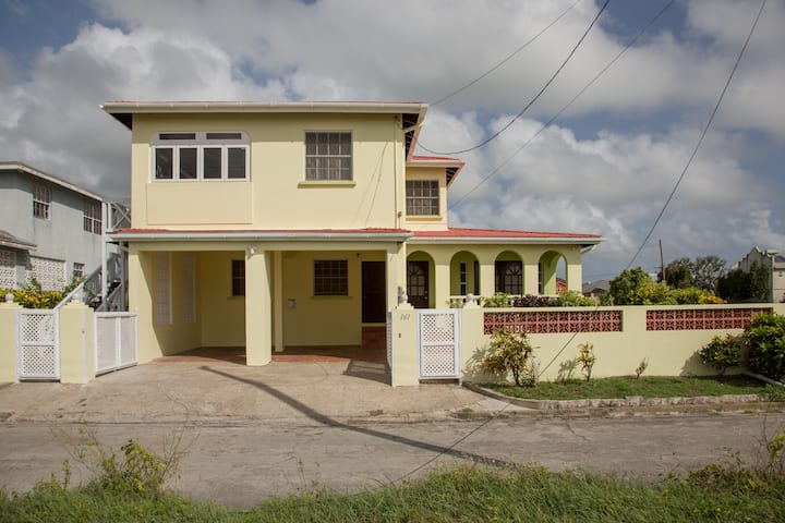 Spacious Ocean View 2 Bedroom House