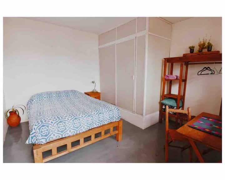 Habitación con baño privado II; Casa Huipil