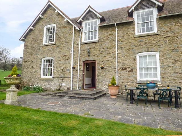 WALCOT FARM, character holiday cottage in Lydbury North, Ref 934254