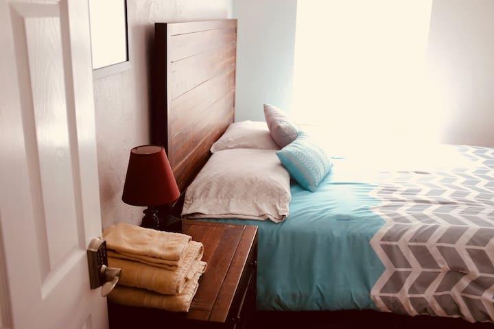N. Lakeland - Updated - 2 Bedroom House! ☆☆☆☆☆