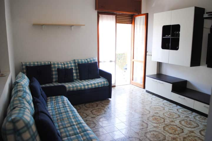 Lovely flat 200 mt far from the beach