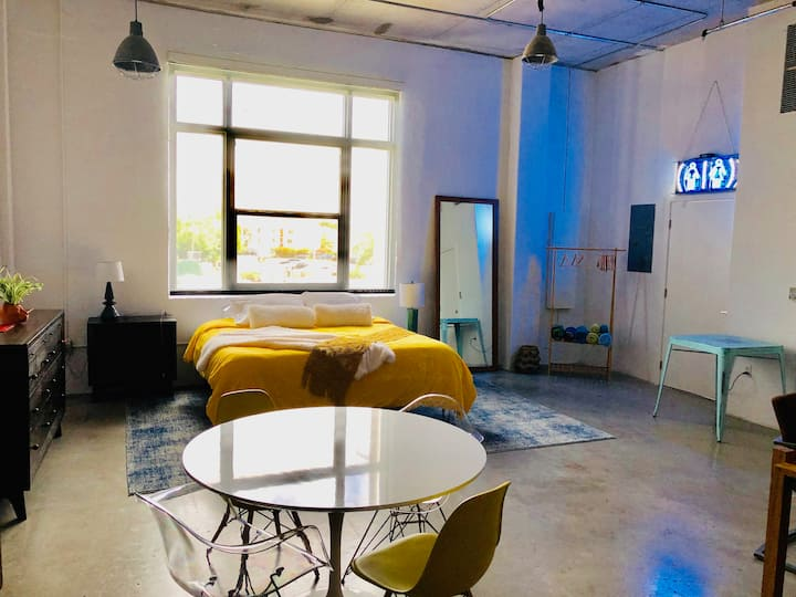 Wynwood Artist Loft with roof pool & free parking