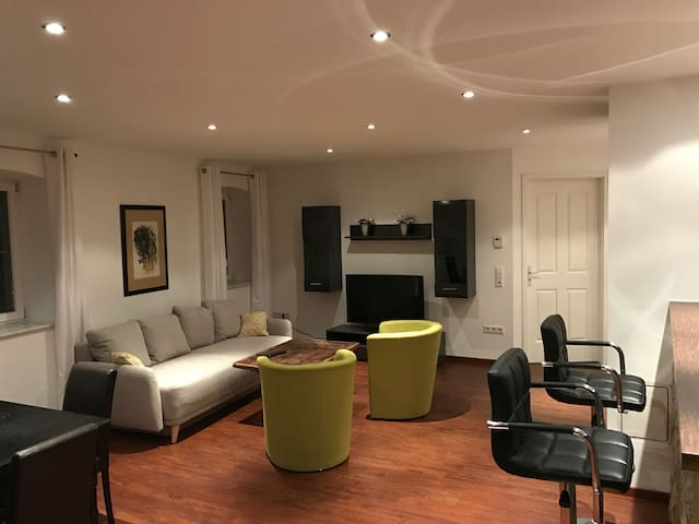 Luxuriösen 3 Zimmerwohnung im ehemaligen Gasthof - Höchberg - Appartement