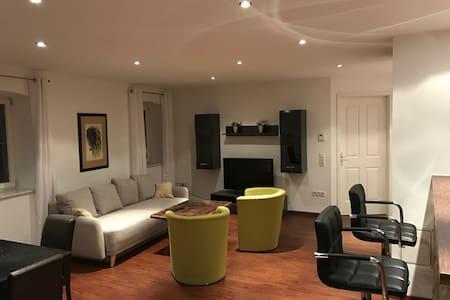 Luxuriösen 3 Zimmerwohnung im ehemaligen Gasthof - Höchberg - อพาร์ทเมนท์