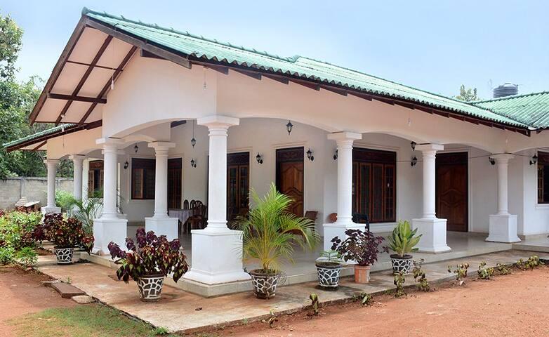 3 BR Luxury Villa - Mihintale - Villa