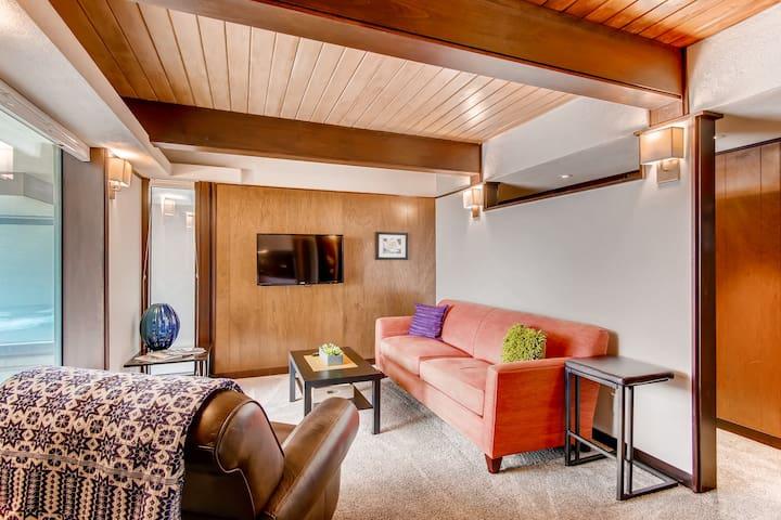 Mountainside Mid Century Garden-level Apartment