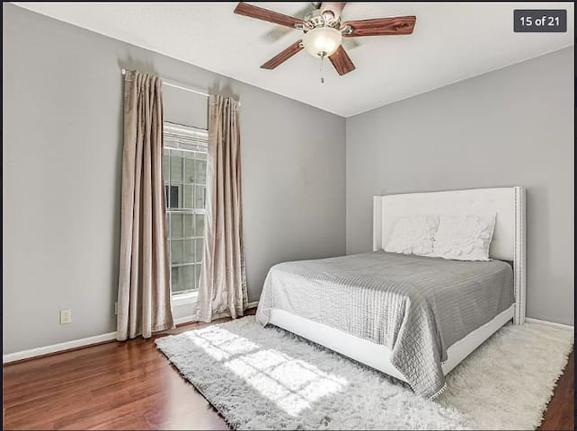 Clean, Central and Cozy Condo in heart of Austin!