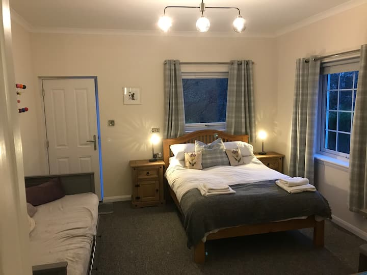 Comfortable double studio close to end of WHW.